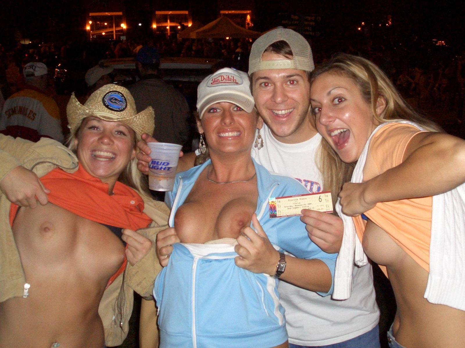 Пьяные и голые на вечеринке, Пьяные вечеринки - смотреть лучшее порно в хорошем 21 фотография